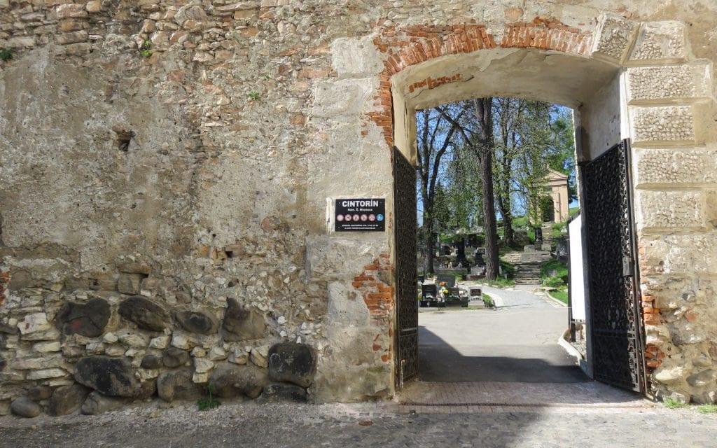 Eingang zum Friedhof Banská Bystrica