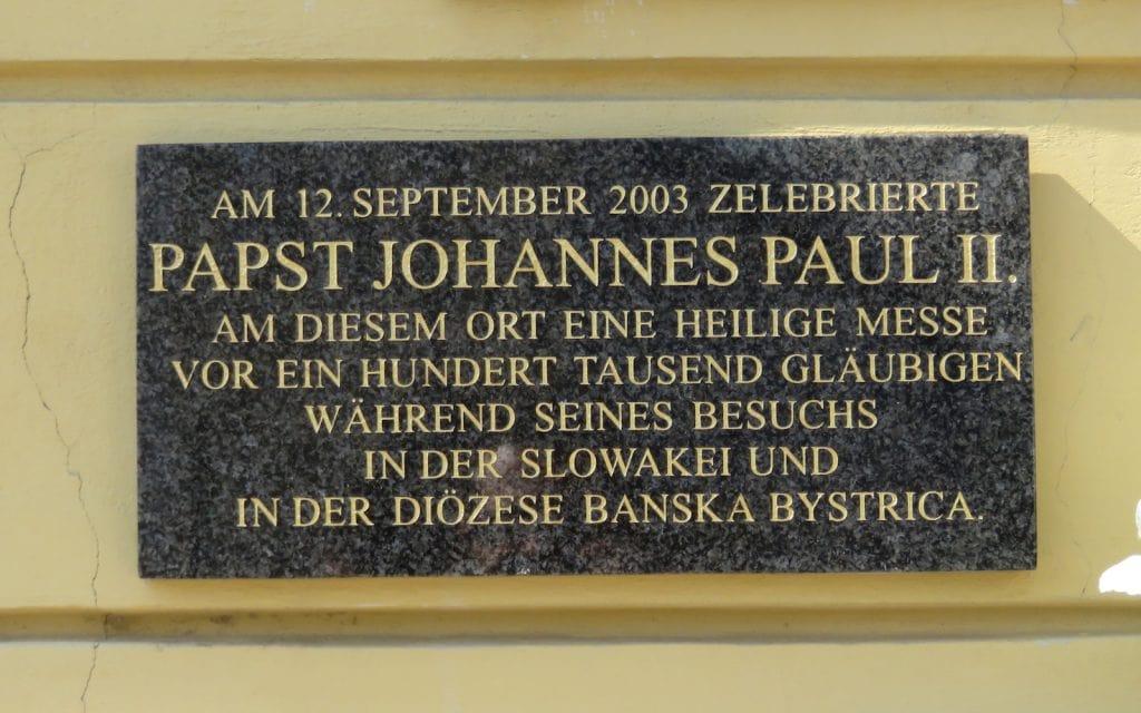 Plakette vom Besuch Johannes Paul II.