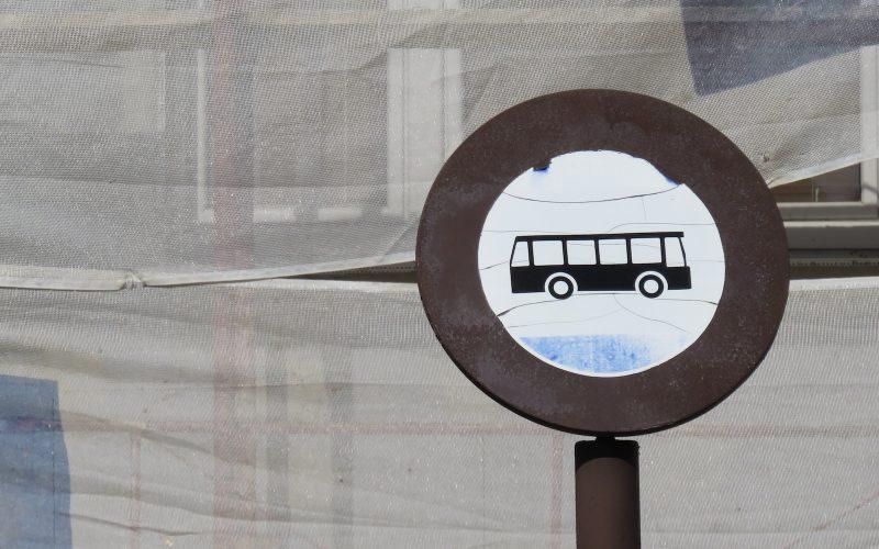 Altes rundes Busschild