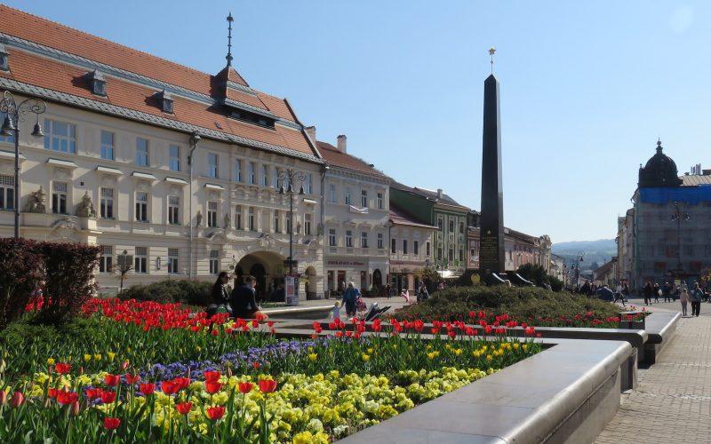 Blick auf die historische Fassade in Banská Bystrica