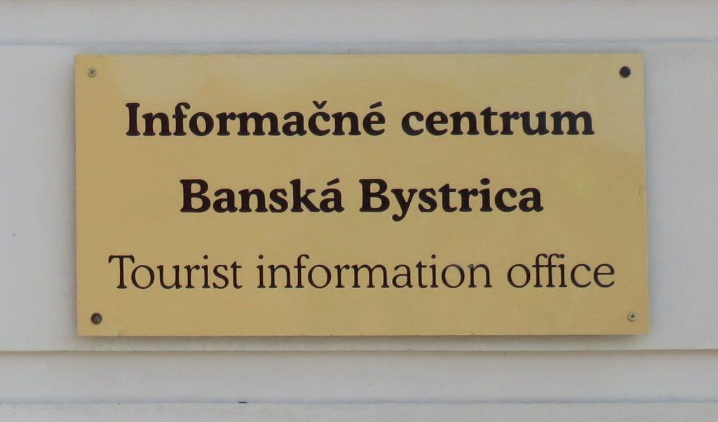 Schild der Touristeninformation Banská Bystrica