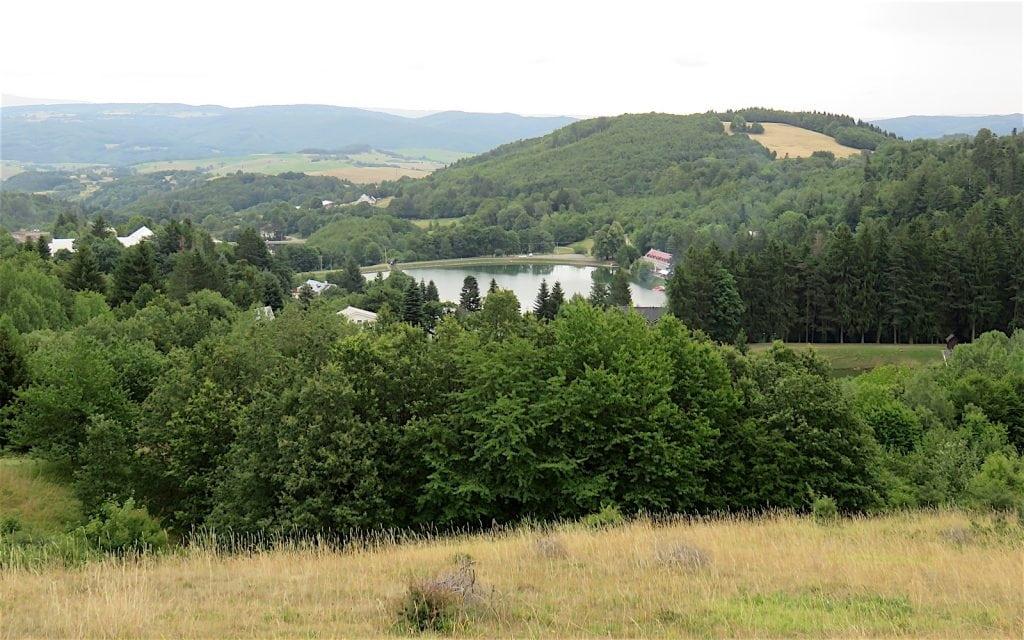 Ausblick auf drei Teiche in Stiavnické Bane