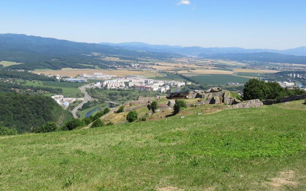 Blick aus der Oberen Burg hinaus auf Zvolen