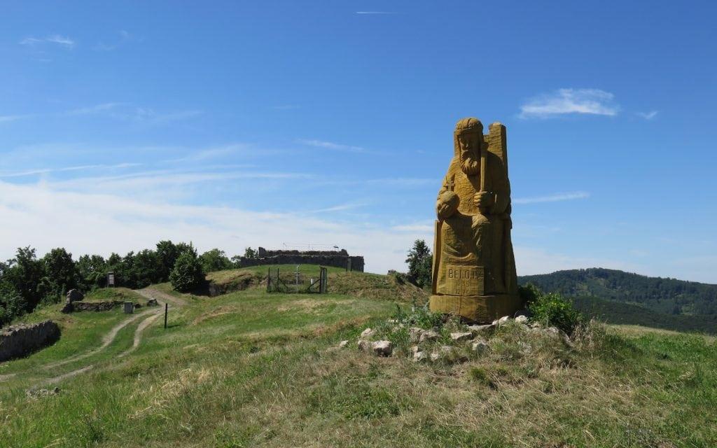 Holzstatue von König Belo IV. in der Burg