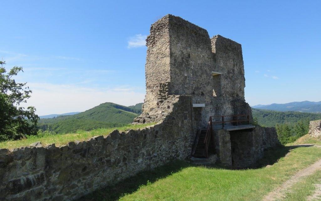 Ruinen des Eingangstors zur Oberen Burg