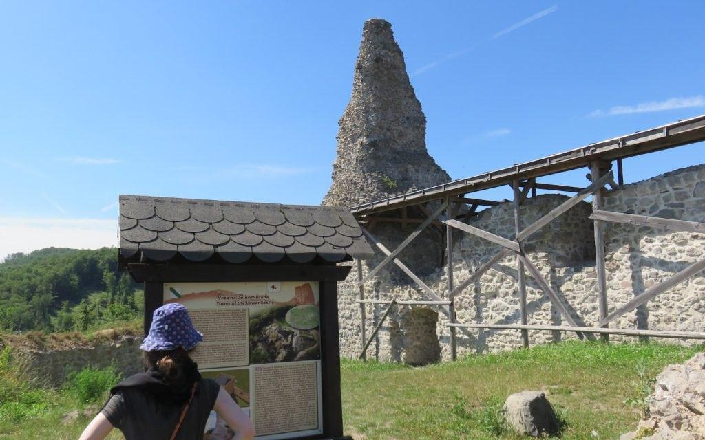 Turm der Unteren Burg von Pusty Hrad