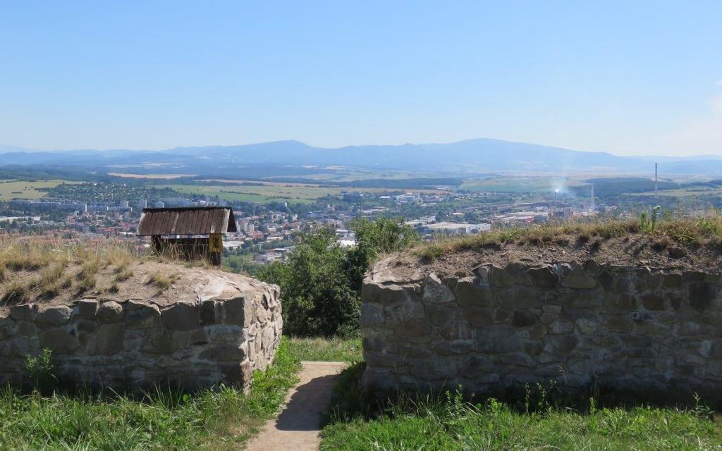 Blick von der Unteren Burg von Pusty Hrad