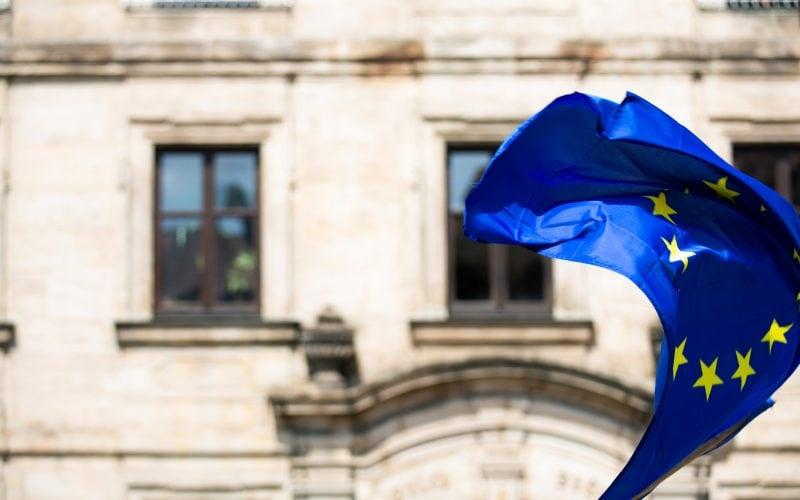 Wehende EU Flagge