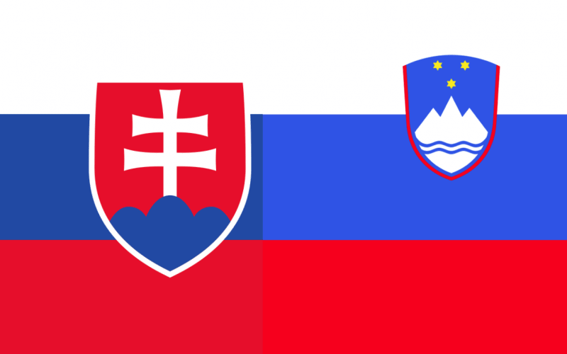 Die Flaggen der Slowakei und von Slowenien mit einander kombiniert